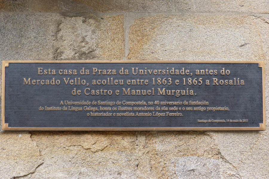 Placa de la casa en la que residió Rosalía